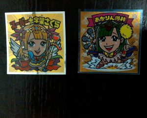 AKBックリマンの宮脇咲良さんとSKEの須田亜香里さんのコラボ商品シールです。
